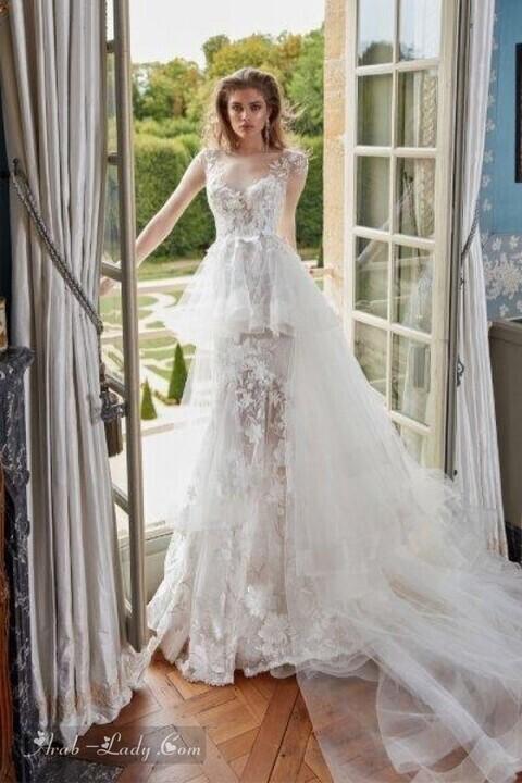 تشكيلة من فساتين الزفاف مع ذيل طويل لإطلالة عصرية