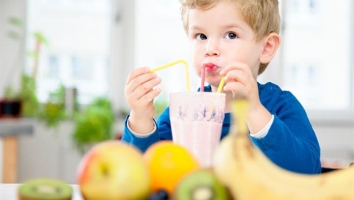 احذرى ..3 مشروبات الإكثار منها يضر بصحة طفلك