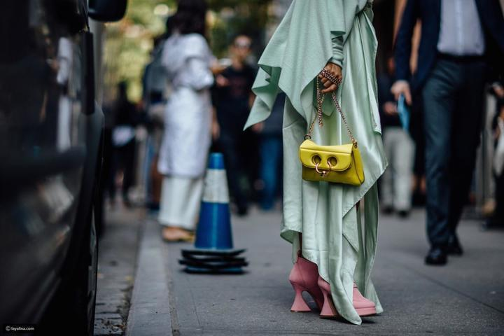 نسقي ملابسك علي طريقة ال Fashion Street بأسابيع الموضة بباريس وميلانو