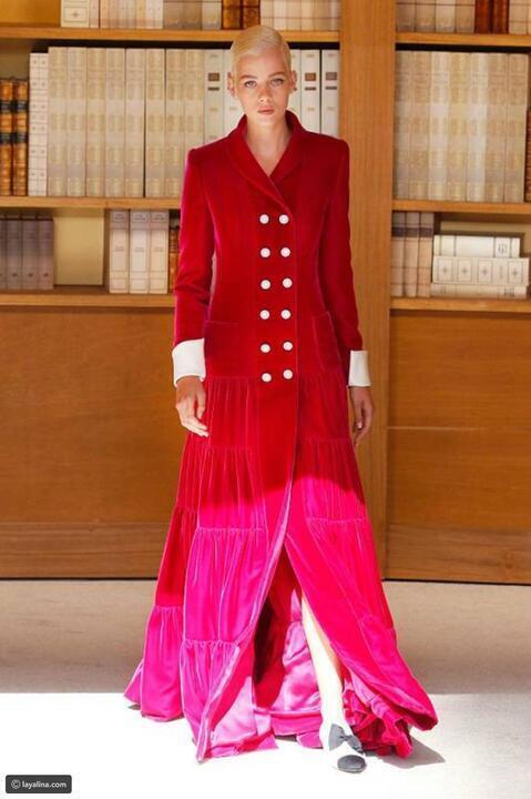 المخمل يعيد موضة التسعينات شاهدي أبرز القطع من خلال عروض الأزياء
