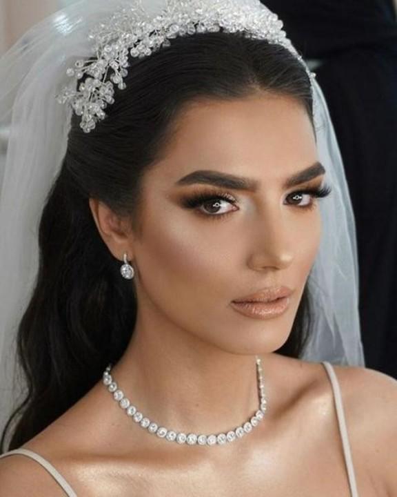 مكياج عروس معدني