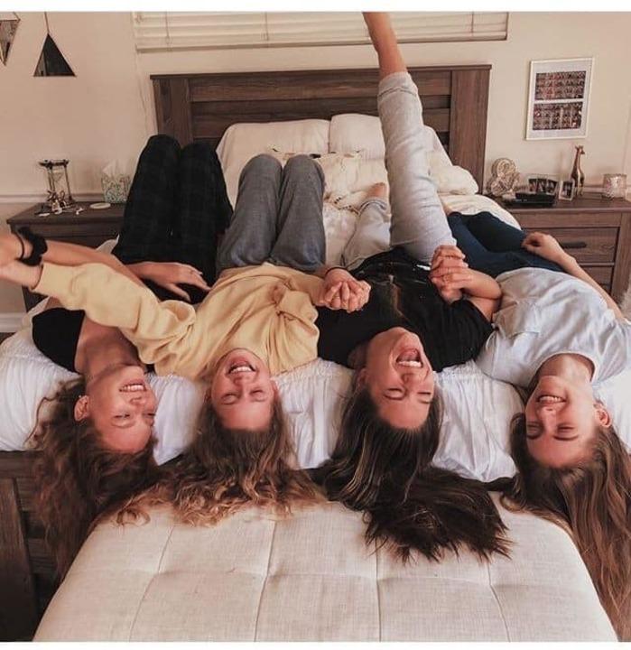 هل تمتلكين تلك الصديقة التي تُجمل لكِ الحياة؟