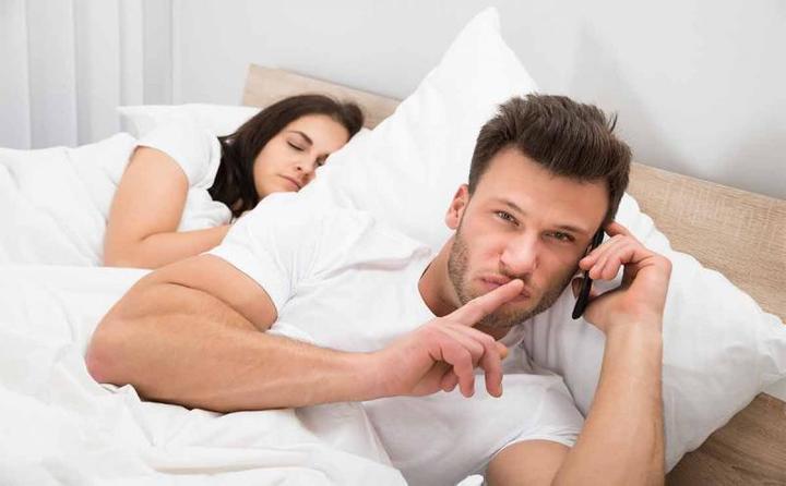 الكشف عن السبب الرئيسي وراء خيانة الرجال لزوجاتهم