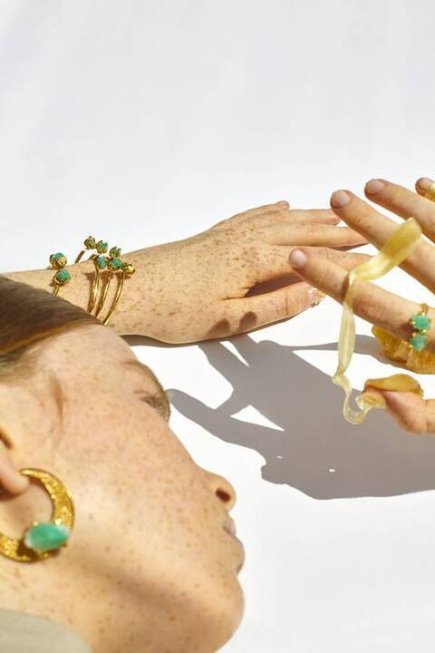 الكلّ يتهافت على مجوهراتها... من هي إيمي غطاس؟