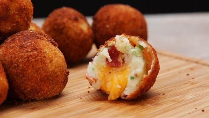 من المطبخ التركي.. طريقة عمل كرات البطاطس بالجبن