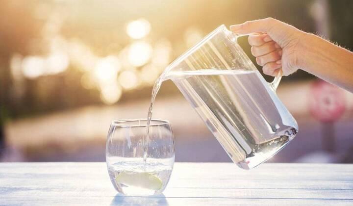 يمنع على النحفاء شرب المياه في الصباح... ماذا عن أصحاب الوزن الزائد؟