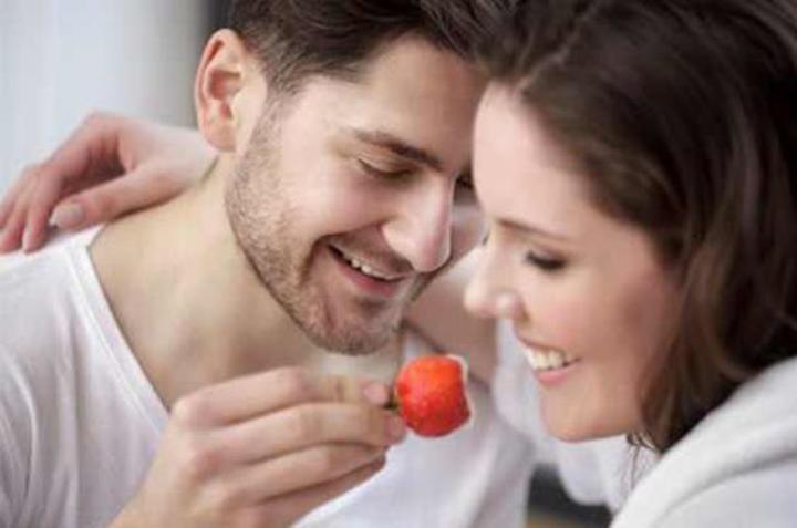 منها بذور البطيخ.. أطعمة لصحة جنسية سعيدة