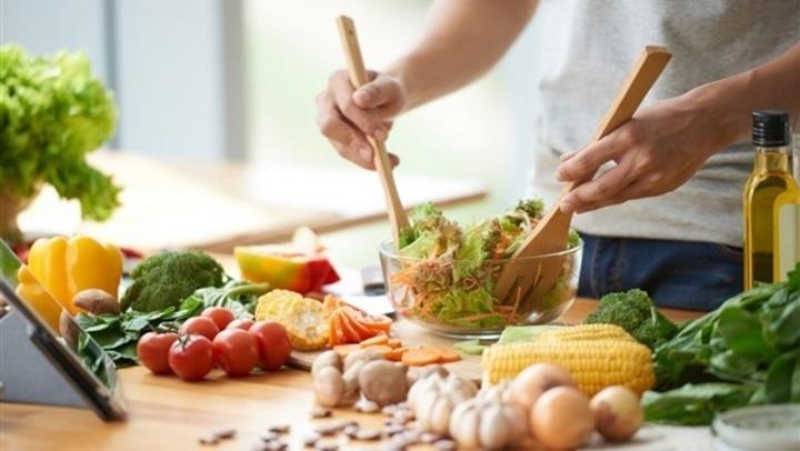 في اليوم العالمي لفن الطبخ.. كيف تتطورت الأكلات؟ وطرق تعلمها