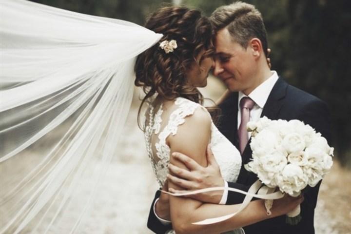 ليلة زفافك... هكذا تتخطّين خجلك بسهولة!