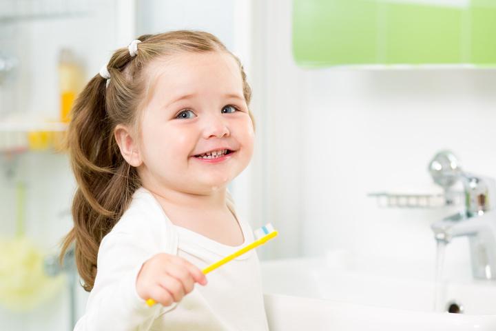 عدد الأسنان اللبنية عند الأطفال