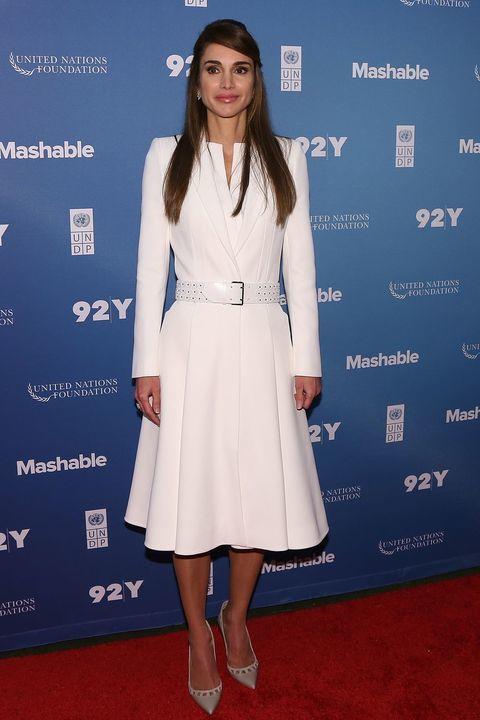 تعلّمي طريقة تنسيق الحذاء المناسب من الملكة رانيا