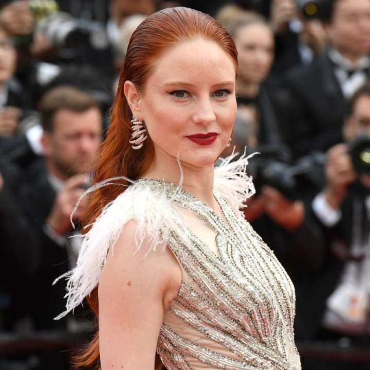 مكياج بارز وتسريحات شعر ملفتة مع إفتتاح مهرجان Cannes 2019