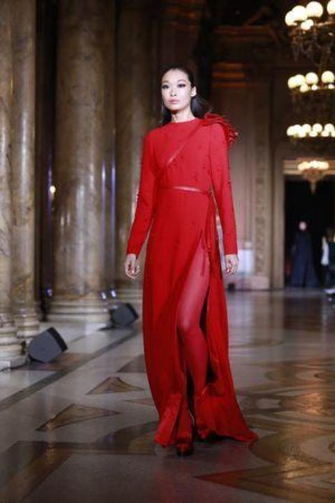 قفاطين فاخرة من أسبوع الموضة في باريس