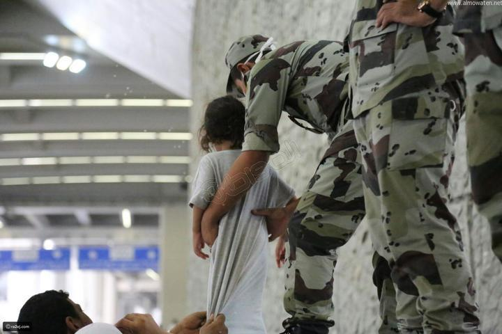بالصور: الجنود المجهولون في الحج. صور لأفراد أمن الحج يقومون بعملهم