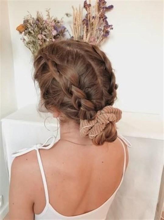 تسريحات بربطة الشعر تليق بنشاطاتك اليومية