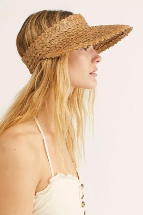 أشكال كثيرة من قبعة الشاطئ تنتظرك هذا الموسم