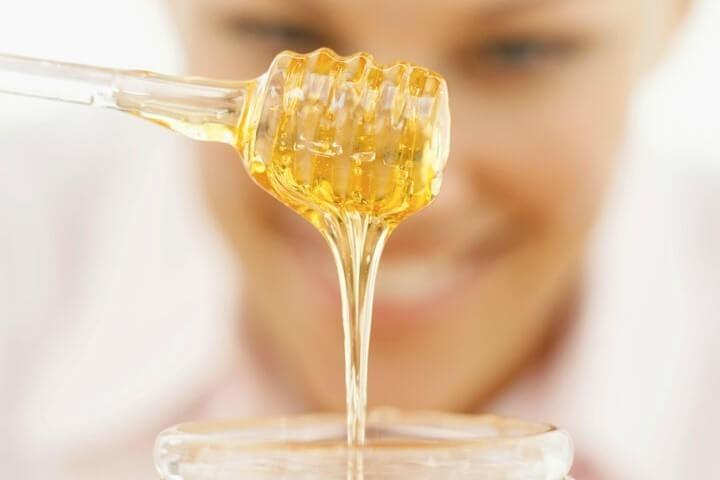 كيفية صنع كريم لعلاج حب الشباب من العسل