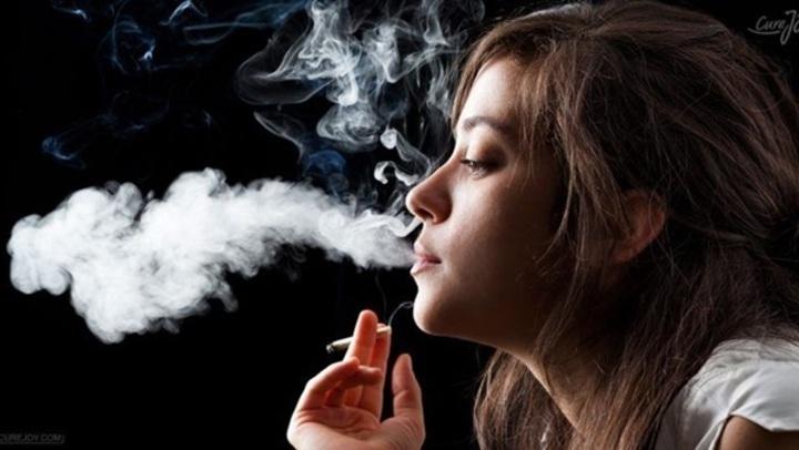 أضرار لا تتوقعيها.. 8 كوارث يسببها التدخين بجسم المرأة