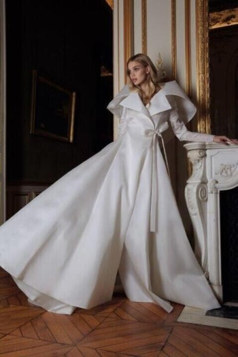 فساتين سهرة باللون الأبيض موضة خريف 2019 تخفي عيوب الجسم