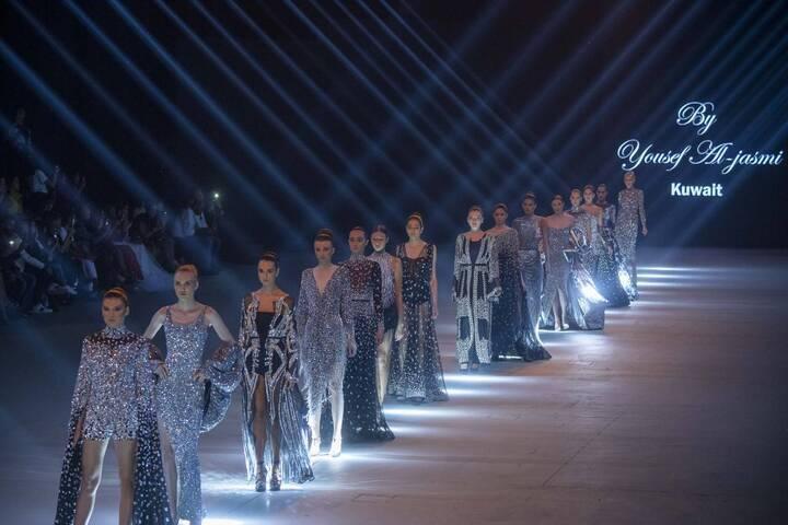 الأزياء الميتاليكيّة تسود عرض حسين الجاسمي في بيروت