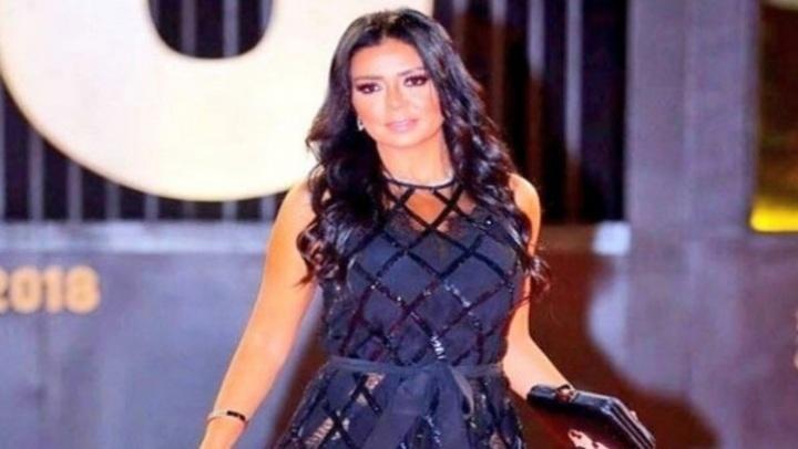 بعد تكرار الهجوم عليها.. إطلالات مثيرة وضعت رانيا يوسف في ورطة