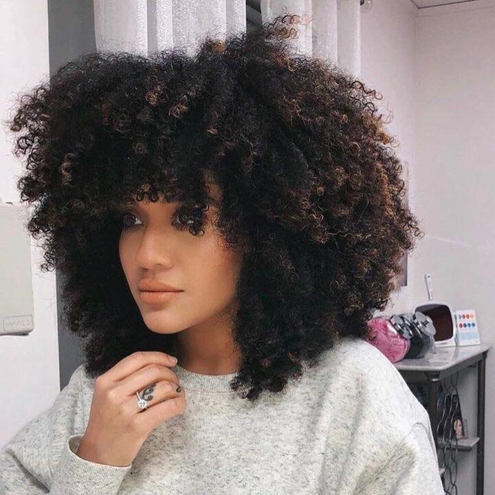 الغرة مع الشعر الكيرلي..هل تعتقدينها مستحيلة؟