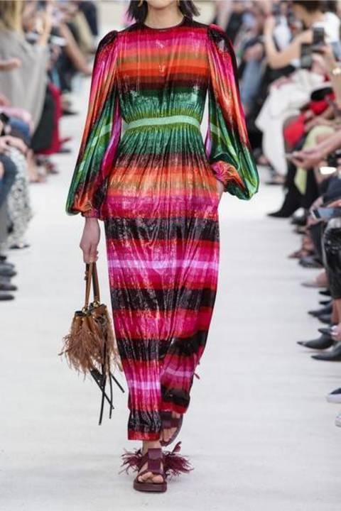 هل جرّبت ارتداء الأزياء المستوحاة من قوس قزح؟