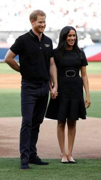ميغان ماركل رصينة وأنيقة في فستانها الأسود!