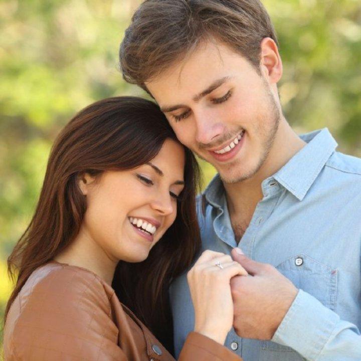 طرق تعامل العروس مع حماتها في فترة الخطوبة