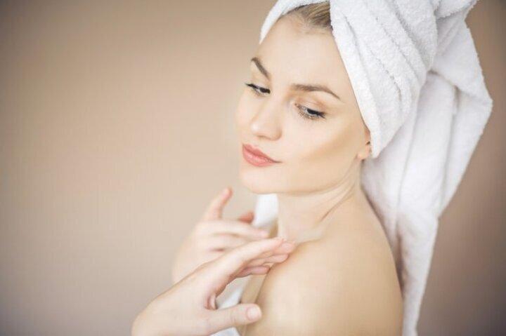 كيفية عمل حمام الحليب لترطيب الجسم والشعر وطرق الاستحمام به