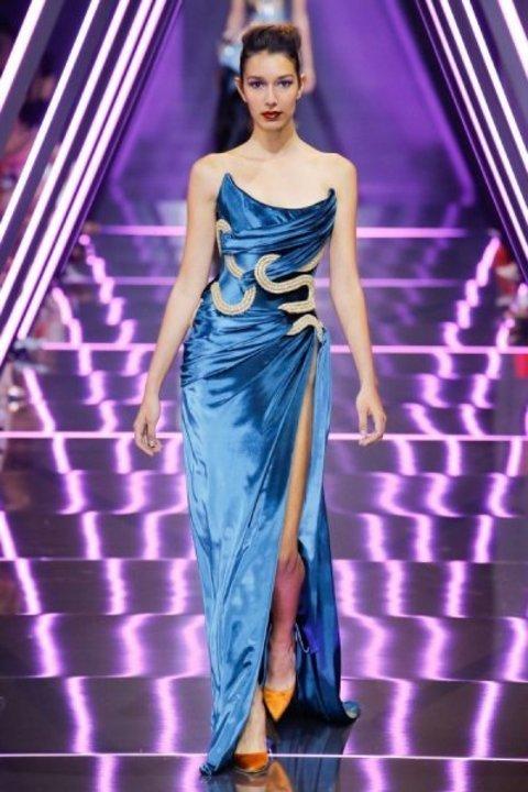 تألقي بفساتين خطوبة بمشتقات اللون الأزرق