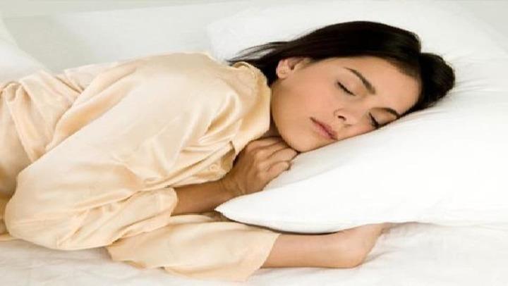 شعور السقوط أثناء النوم.. وكيف تتجنبيه؟