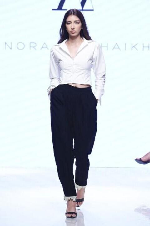 أزياء غير تقليدية من المصممة نورا الشيخ في دبي