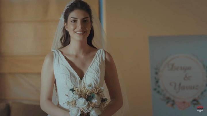 زفاف الممثلة التركية دنيز بايسال يتصدّر الترد في السعودية...