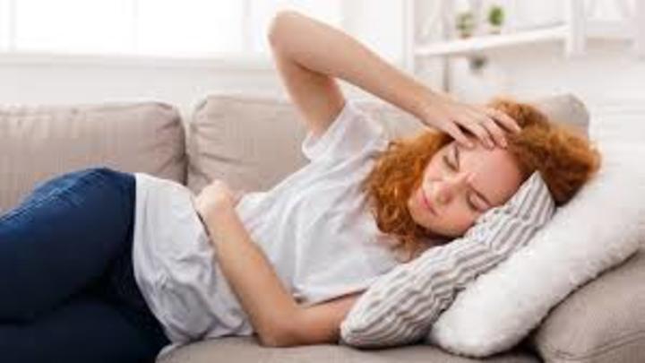 أفضل وضعيات النوم خلال الدورة الشهرية