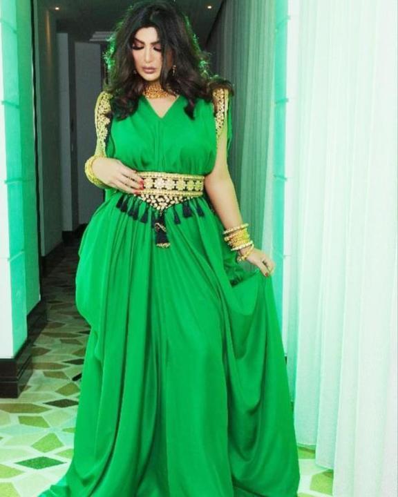 أزياء خضراء وذهبية من المشاهير لليوم الوطني