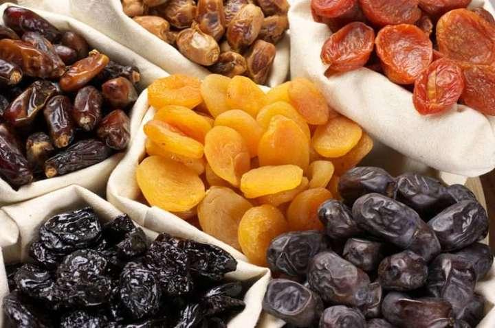 ما هي الكمية الموصى بها من الفواكه المجفّفة؟ وما تأثيرها على رشاقتك؟