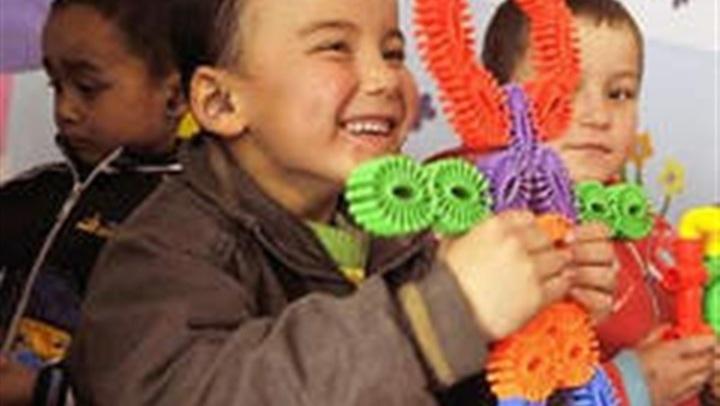 كارثة.. 5 ألعاب يستخدمها الطفل تهدد حياته بالموت