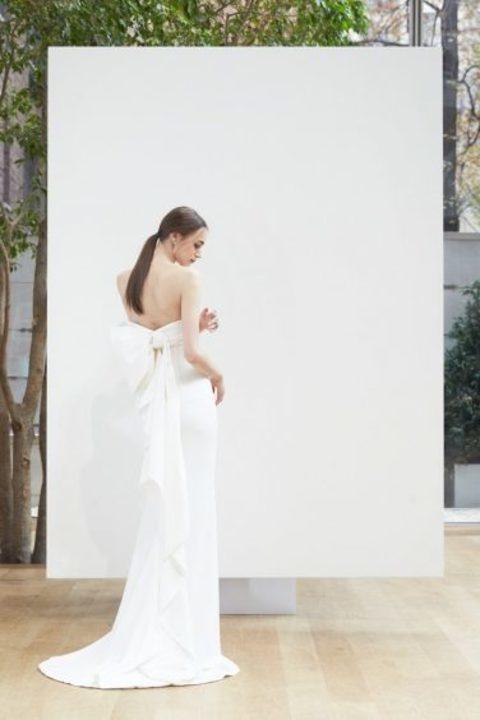 """أحدث تصميمات فساتين الزفاف البسيطة والجريئة لـ""""أوسكار دي لارينتا"""""""