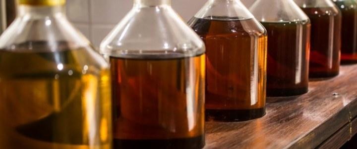 الفوائد التجميلية والعلاجية لزيت البرافين