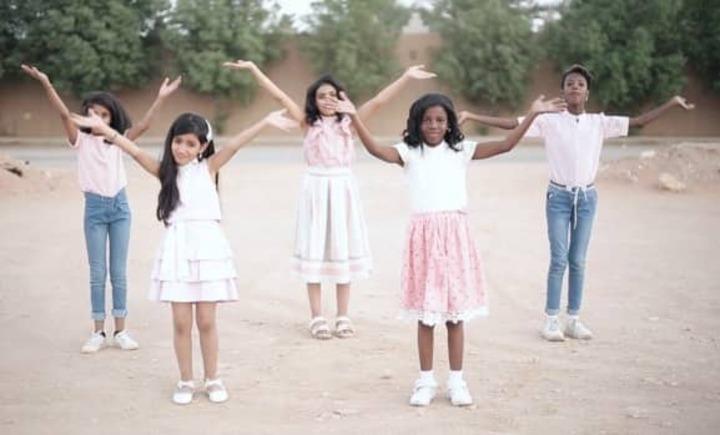 بسبب البشرة السمراء.. مخرجة سعودية تواجه العنصرية من خلال فيديو كليب