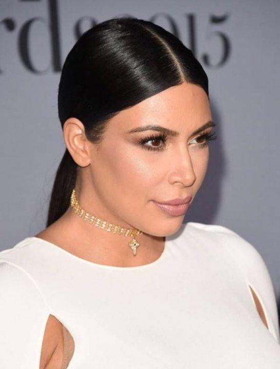 طريقة عمل تسريحات شعر مثبتة إلى الوراء موضة صيف 2019