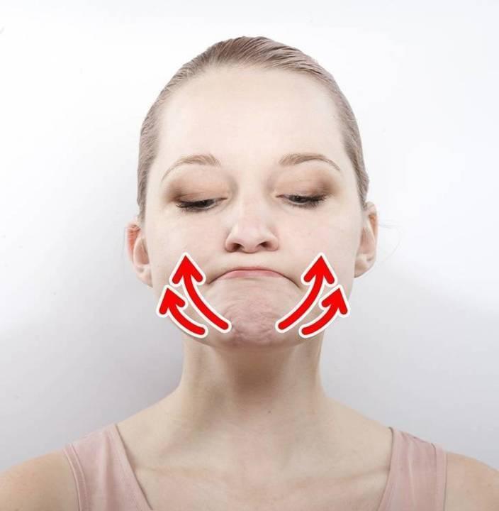 هذا التمرين السهل جداً يجعل وجهك نحيفاً وناعماً