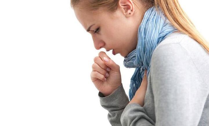 كل ما تحتاجين معرفته عن السعال الديكي.. أسباب الإصابة وطرق العلاج
