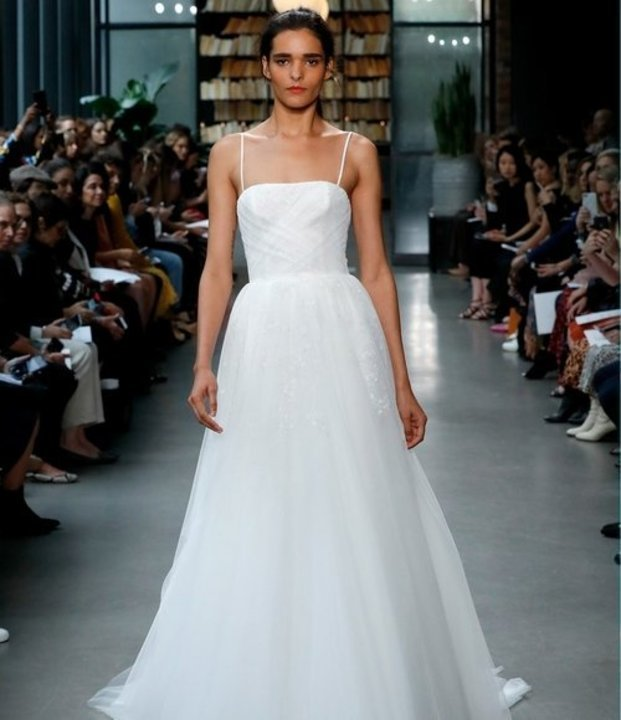 3046c8b5d فساتين زفاف امسال Amsaleفي اسبوع الموضة العرائسي نيويورك خريف 2019