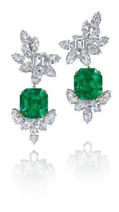 أقراط زمرد أخضر لعروس رأس السنة