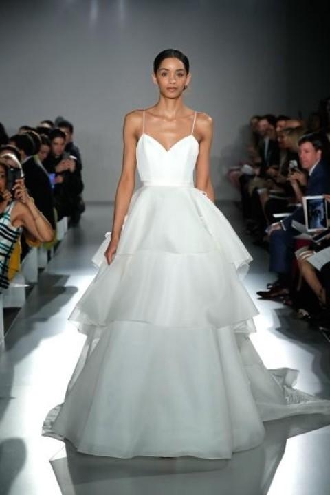 أجمل فساتين زفاف ذيل طويل 2020