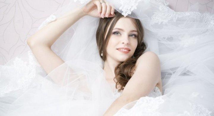 فوائد الزبادي لبشرة العروس الدهنية
