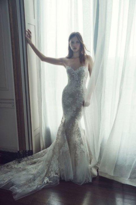b0b62b72ccdb6 أجمل فساتين زفاف للعروس القصيرة