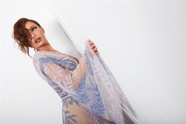 بـ فستان شفاف ومكياج جذاب.. ريم البارودي في أحدث جلسة تصوير
